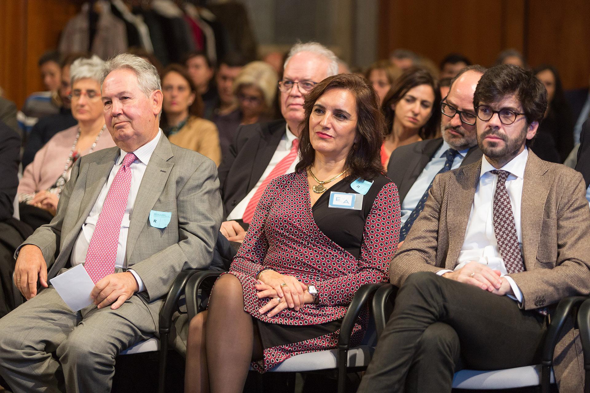 Los asistentes siguieron con gran atención las intervenciones de las ponentes.