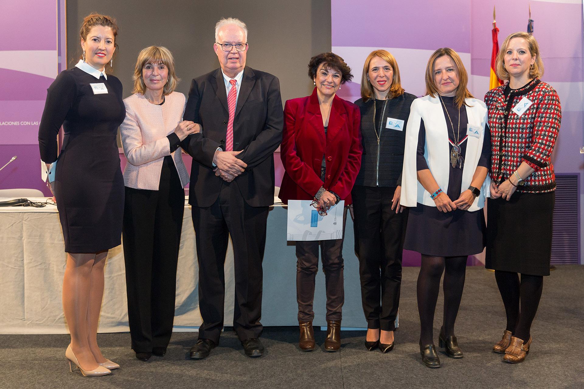 Las ponentes de la jornada junto al director general de Industria y PyME y la secretaria de Estado de Igualdad.