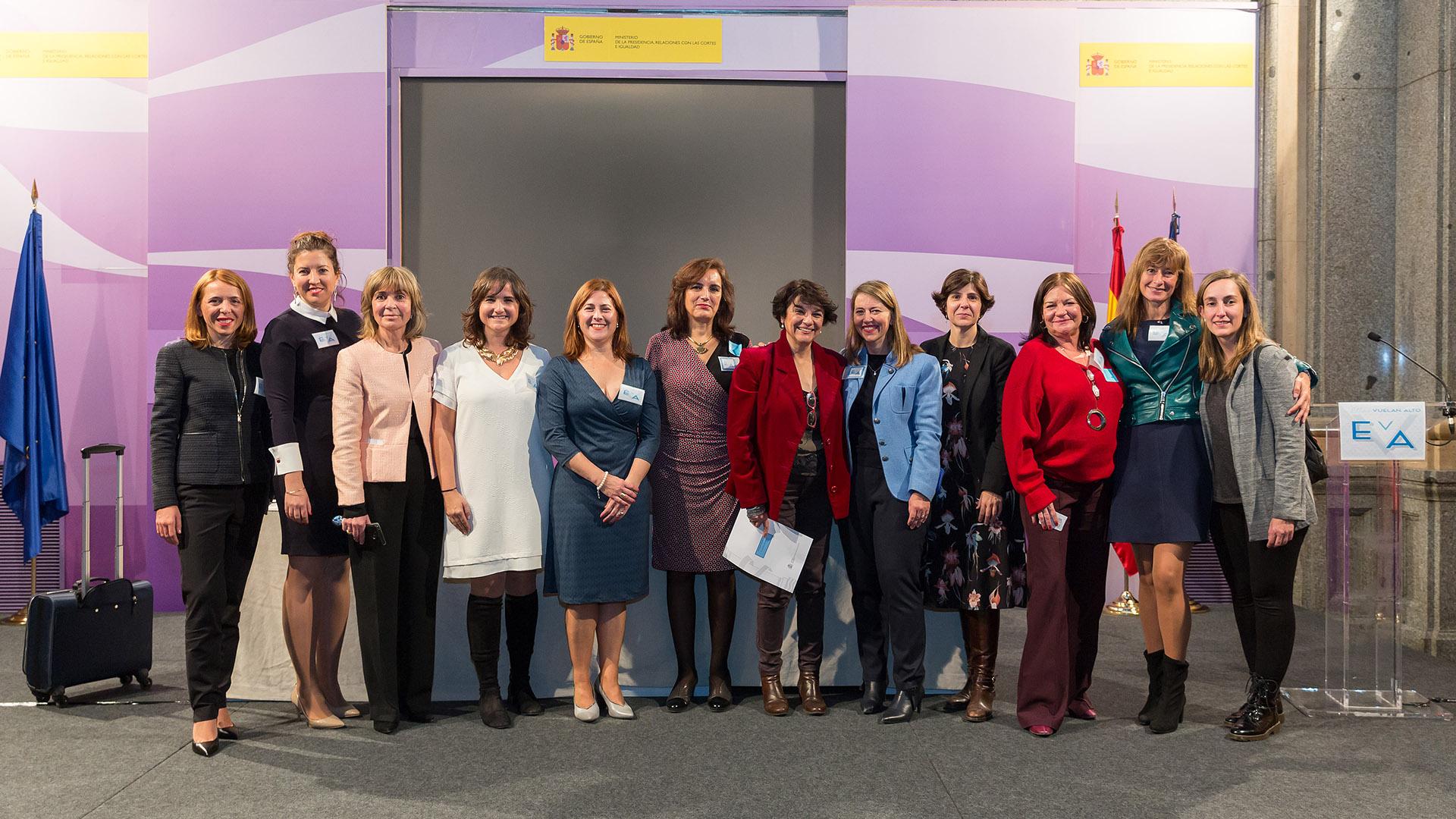 Equipo de EVA junto a Soledad Murillo, quién felicitó a la asociación por esta iniciativa.