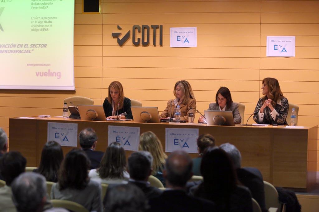 Cristina Cuerno, directora financiera de EVA, y catedrática de la UPM, fue la encargada de moderar el debate.