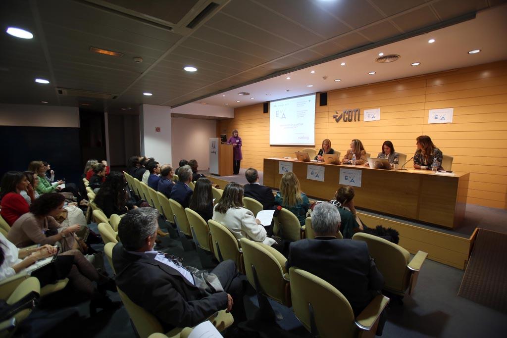 En primer plano Rosa María menéndez, presidenta del CSIC.