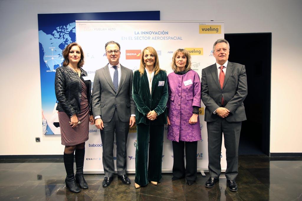 Nuestra vicepresidenta, Isabel Maestre, junto con dos invitados de Airbus, Cristina Cuerno y Teresa Busto.